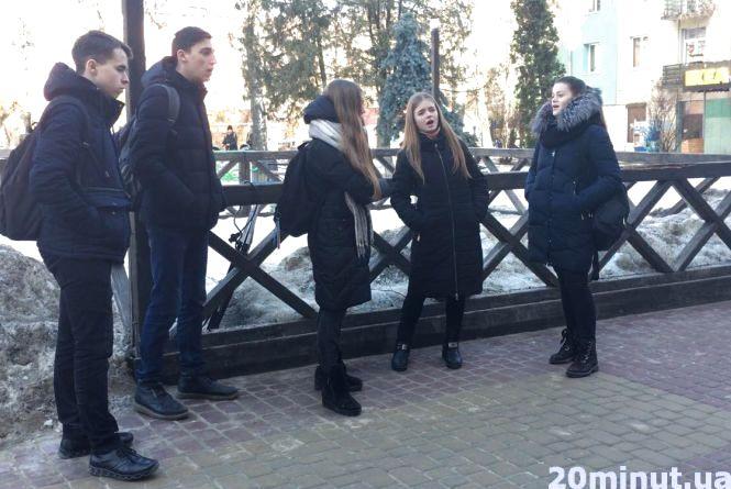 Відео дня: майбутні музиканти співають у центрі Тернополя