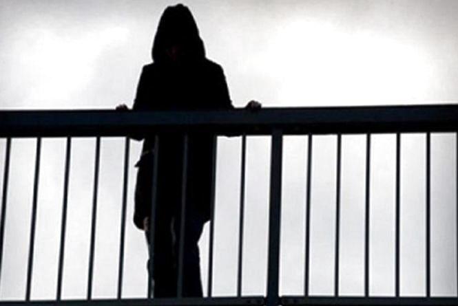 На Тернопільщині через хлопця 23-річна дівчина хотіла стрибнути із моста