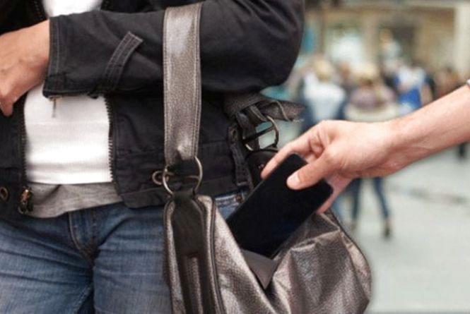 У Тернополі на ринку спіймали двох кишенькарок