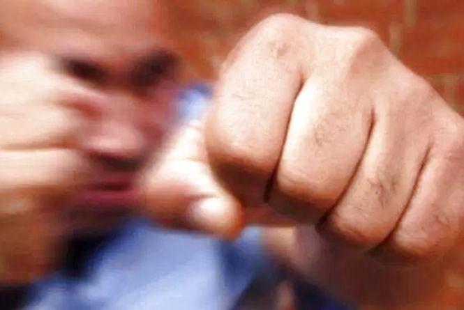 На Тернопільщині п'яний чоловік кулаками побив співрозмовника. Нещасний загинув
