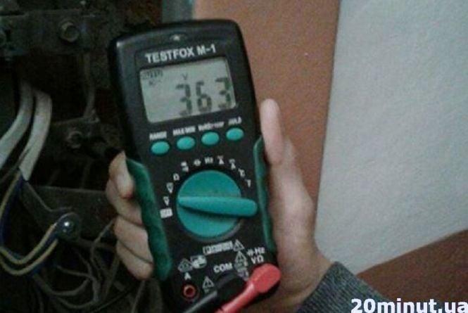 На Вербицького у квартирах на дев'яти поверхах згоріла техніка.  Люди кажуть, що напруга була 362 вольти