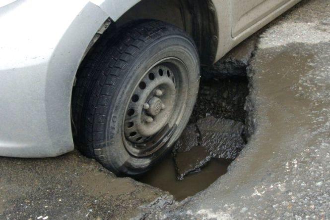 Пошкодили в ямі авто? Як відшкодувати збитки