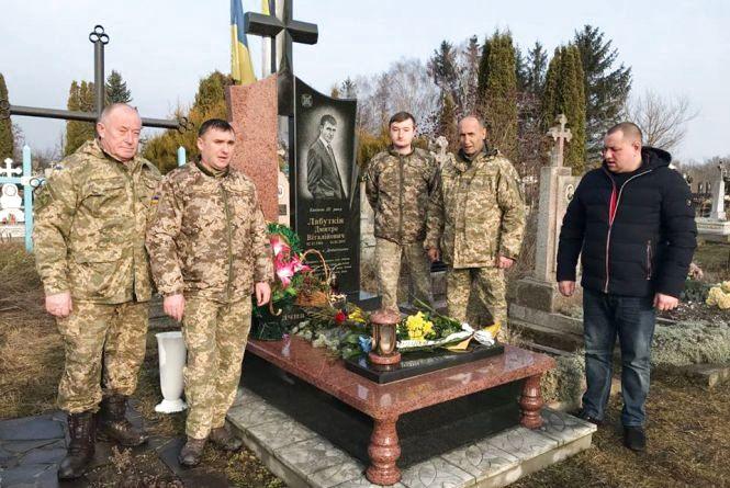 Вшанували пам'ять військового журналіста Дмитра Лабуткіна, який загинув під Дебальцевим