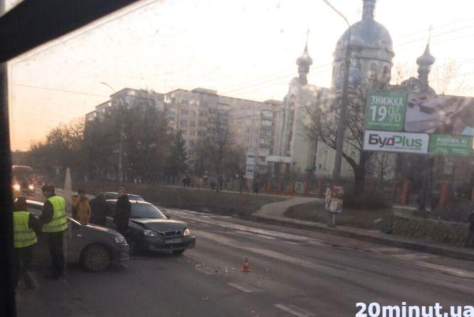 На 15 Квітня аварія: зіштовхнулось дві автівки