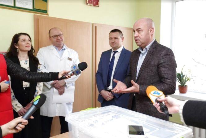 Міська дитяча лікарня отримала сучасні ліки на період епідемій кору та ГРВІ (прес-служба банку)