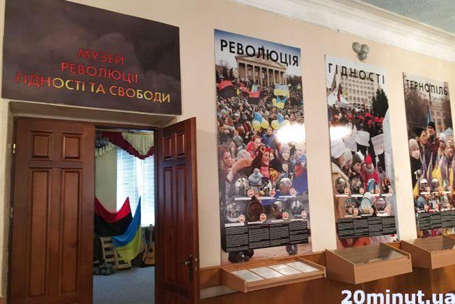 """""""Вони бережуть нас на небесах"""": молодь у Тернополі вшанувала пам'ять Героїв Небесної сотні"""
