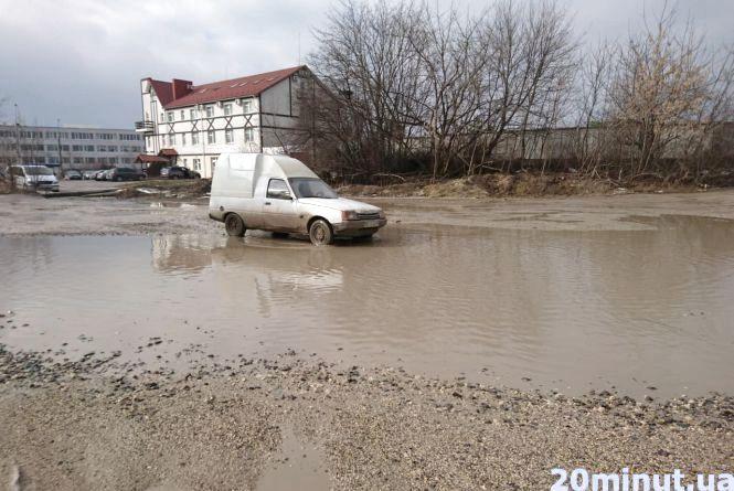 """""""В ті ями вже напевно можна рибу запускати"""", - підприємці з Поліської хочуть, щоб відремонтували дорогу"""