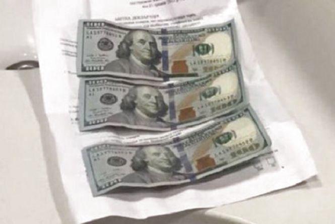 «Рішав» на митниці за розмитнення євроблях. Такса – 300 доларів