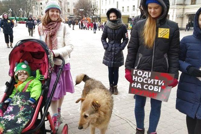 """""""Знімай шубу назавжди"""": хто прийшов на  антихутрову акцію в Тернополі"""