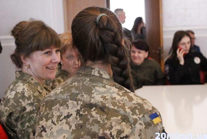 """""""Виконуємо свою роботу нарівні з чоловіками"""": жінки Тернопільщини отримали звання та нагороди"""