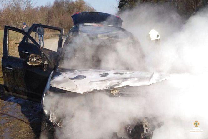Пожежа на дорозі: згорів автомобіль Hyundai Santa Fe