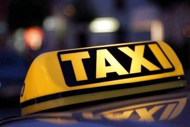 На Тернопільщині п'яний пасажир бив таксиста по потилиці, а потім обікрав його