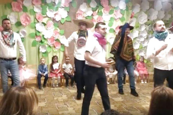 """Відео дня: татусь з  Тернопільщини """"запалив танцпол"""" на дитячому святі у садочку"""
