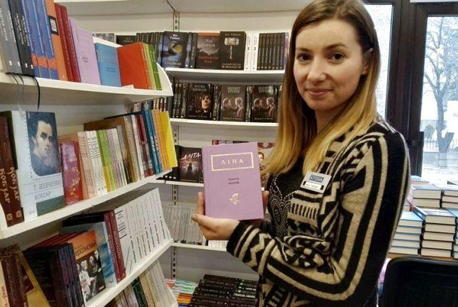 Дебора Олів'є та Ліна Костенко: ТОП-8 книг, які стануть гарним подарунком на 8 березня подругам чи собі