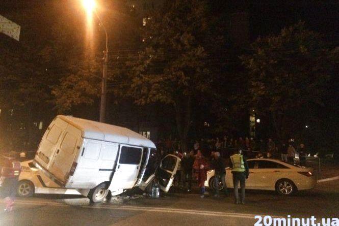 """Хто ж винен у аварії, в якій """"ГАЗель"""" опинилася на патрульному авто. Рішення апеляційного суду"""