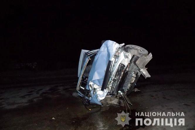 У Кременці вночі автомобіль врізавсяв бетонну огорожу: травмувалося п'ятеро людей