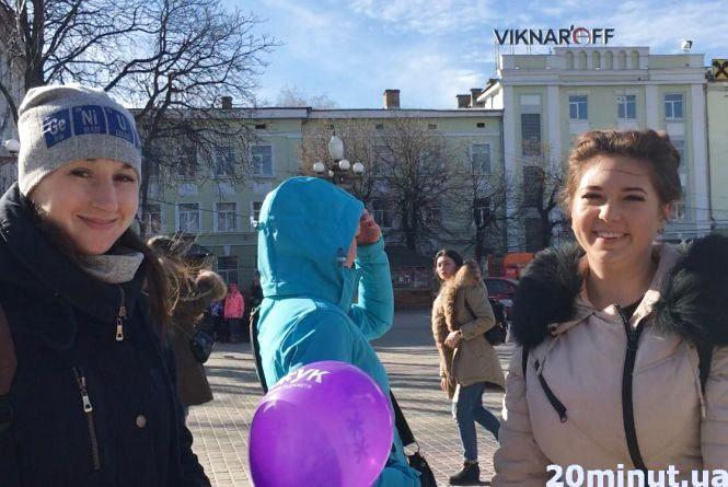 Відео дня: на Театральному майдані святкують Масницю