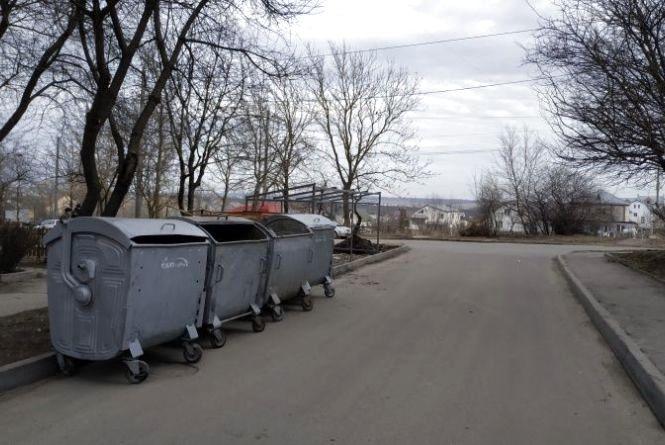 Контейнери для сміття можуть заважати жителям міста. Комунальники перепрошують за незручності