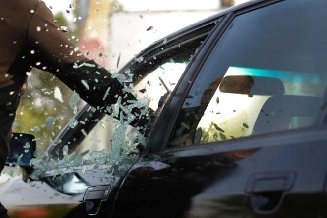 Засудили чоловіка, який збрехав поліції, що у нього викрали авто