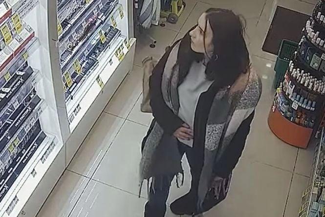 """Розшукують жінку, яку підозрюють у крадіжці з """"Єви"""""""