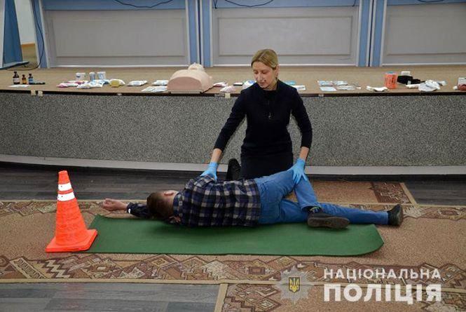 У поліції навчали школярів, як реанімувати і запустити серце