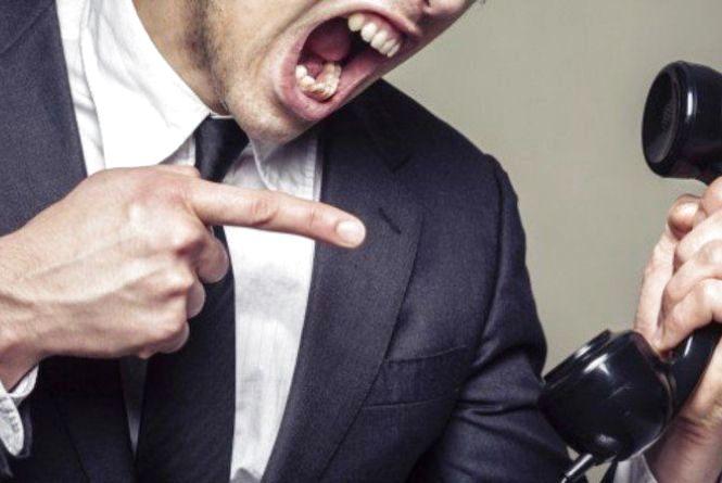 Чоловік має неприємності з колекторами через оформлений сином кредит