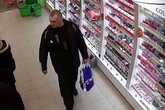 """Чоловік 8 березня викрав туалетну воду з """"Єви"""". Поліція розшукує крадія"""