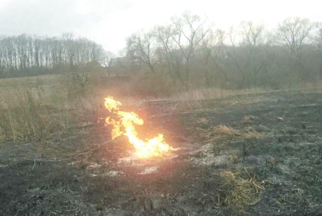 Біля Тернополя пошкодили газопровід: вогонь палав з-під землі