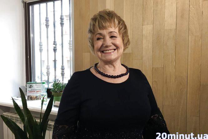 «Відчуваю себе молодшою» : як у Тернополі перевтілюють жінок