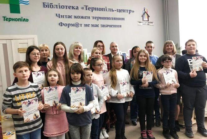 Переможці конкурсу «ТЕРНОслов-2018» підписали свою першу збірку