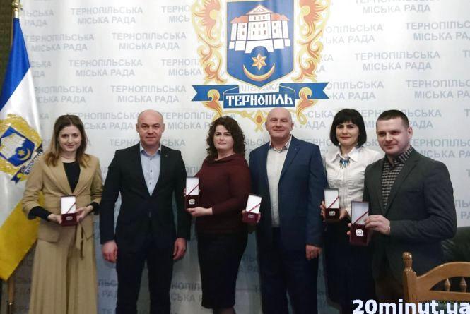 """""""Медаль вже маємо, залишилось ще молоко"""": нагородили найактивніших голів ОСББ"""