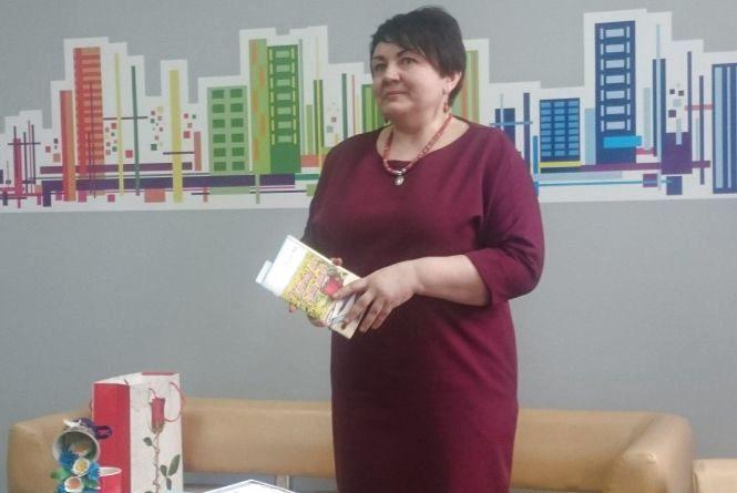 Поетеса Оксана Жук пригощала тернополян «ліричними десертами» і чаєм