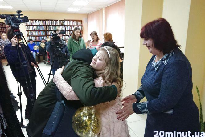 У Тернополі влаштували виставку юної сонячної художниці Ліди Олійник