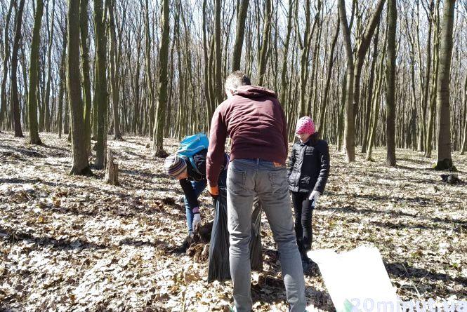 У Тернополі прибирали парк «Загребелля». Долучились навіть іноземці