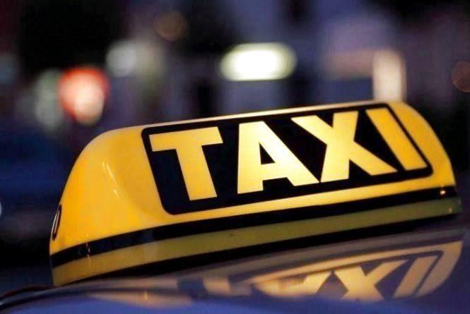 У Тернополі вночі злодій обікрав таксиста