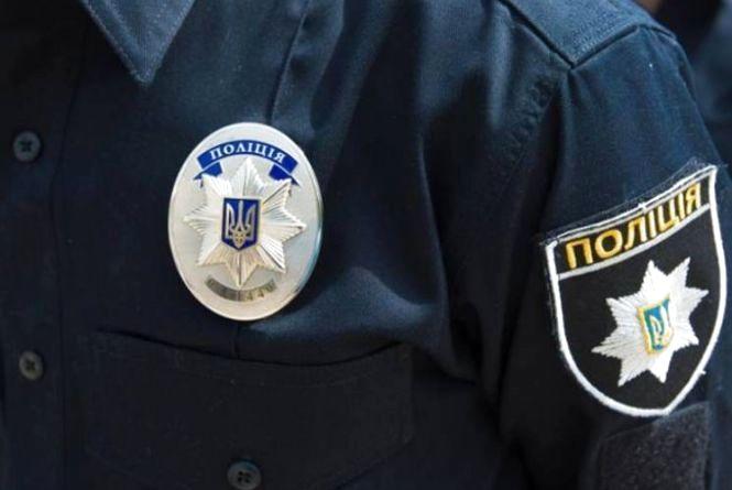 У Тернополі правозахисник перешкоджав роботі правоохоронців і вдарив одного слідчого