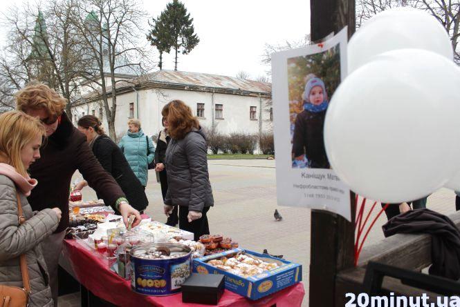 У Центрі - благодійний ярмарок: придбайте солодощі і допоможіть дворічному Матвійчику
