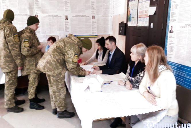«Нехай люди голосують так, щоб війна скінчилася: військові розповіли, що чекають від виборів