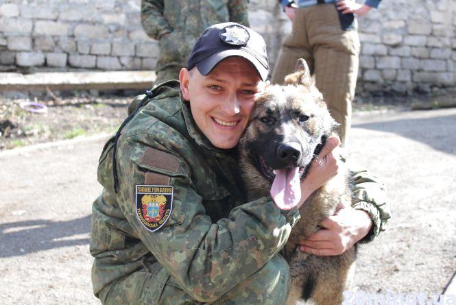 """""""Шукають злочинців та рятують людей"""": що вміють поліцейські собаки"""