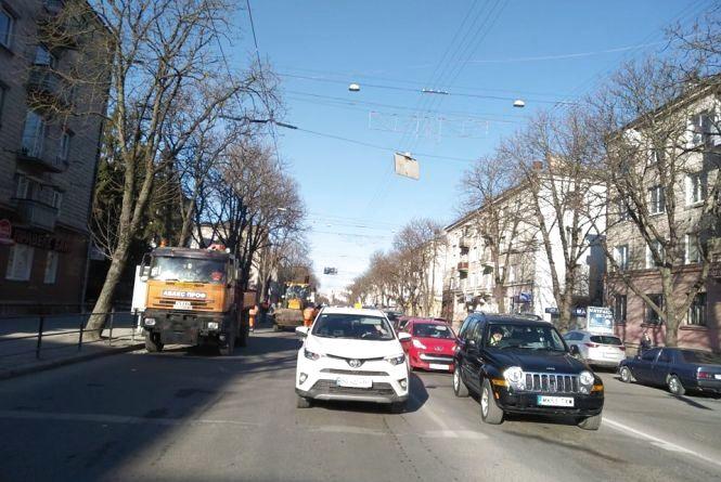У центрі затори. На Руській ремонтують дорогу