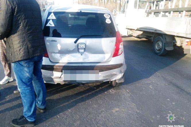 У Тернополі через пішохода зіткнулося два автомобілі