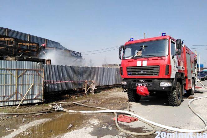 Неподалік малого автовокзалу пожежа
