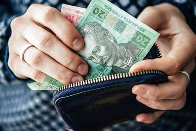 На Тернопільщині шахраї видурили у молодої мами дитячі гроші: зникло 64 тисячі гривні