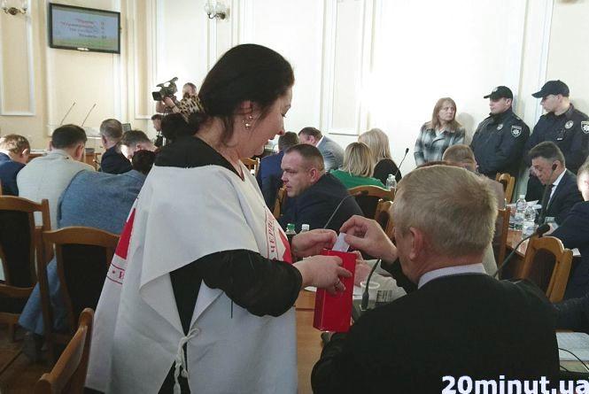 На що депутати міської ради давали гроші перед сесією