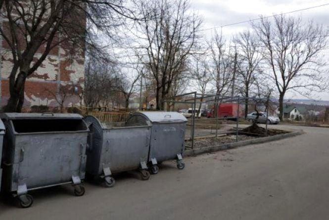 Сміття на сесії: депутати міської ради подали кілька клопотань про контейнерні майданчики
