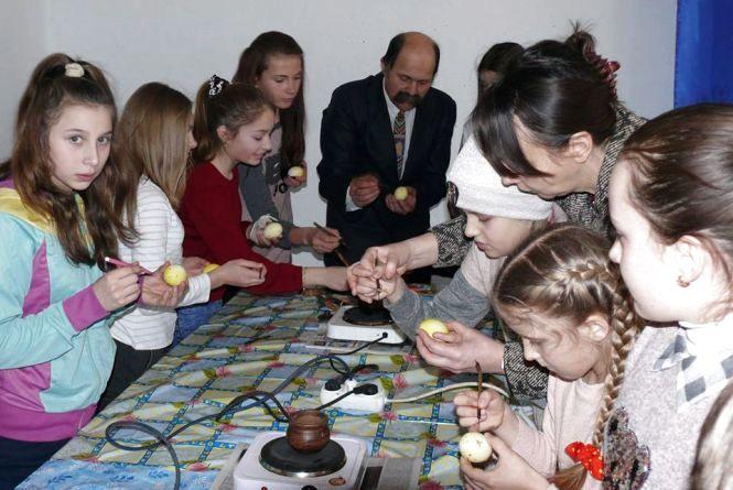 Тернополян запрошують на безкоштовний майстер-клас із писанкарства