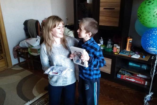 Небайдужі тернополяни організували день народження Максимкові Лихолату, який постраждав від вибуху газу
