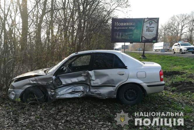 """Аварія за Тернополем:зіткнулися """"ВАЗ"""" та Mazda, є потерпілі"""