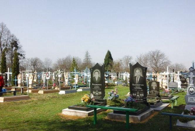 На Тернопільщині злодій викрав могильний хрест