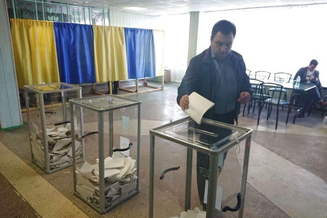 Спалахи кору діють у трьох навчальних закладах Тернополя: чи вплине це на роботу виборчих дільниць